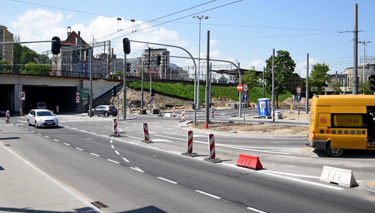Kierowcy będą mogli korzystać z przebudowanego układu skrzyżowania 10 Lutego, Podjazd i Dworcowej, fot. Kamil Złoch