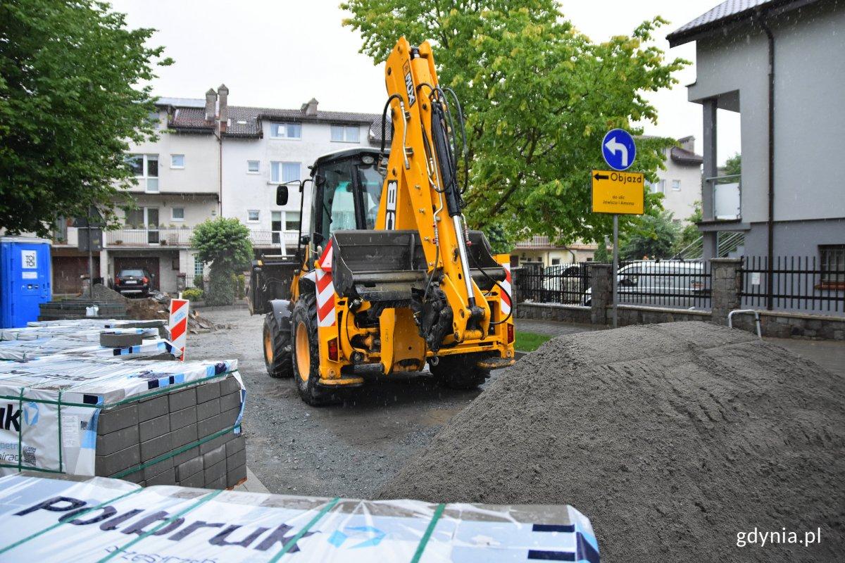 Prace przy już zakończonej kompleksowej przebudowie ulicy Atlasa na Chwarznie-Wiczlinie, fot. Kamil Złoch