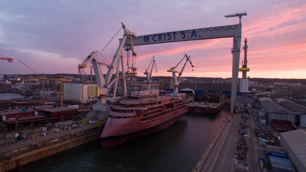 NB 312 opuścił w środę wieczorem stocznię CRIST, fot. GospodarkaMorska.pl