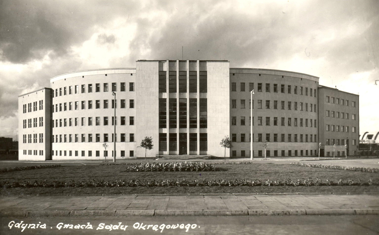Gmach sądu - zdjęcie archiwalne z lat 30. XX w.