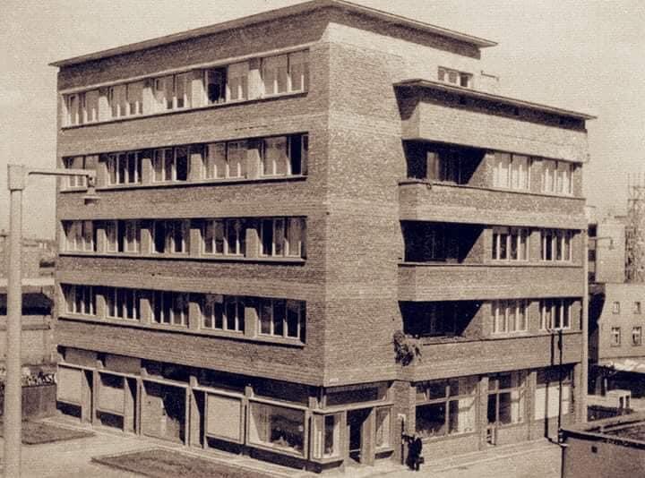 Wakacje z modernizmem – spacer architektoniczny