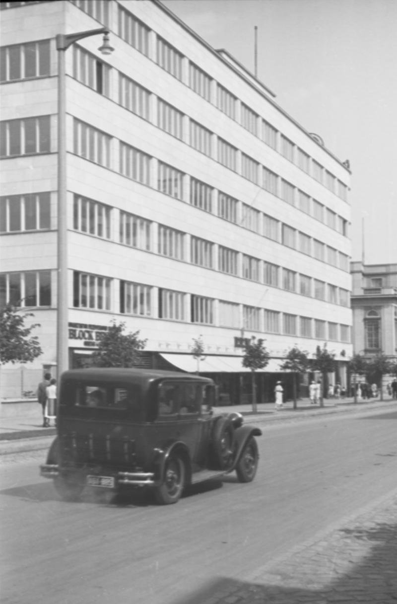 Budynek ZUS w latach 30-tych XX wieku, fot. W.Schulz, zbiory MMG/HM/II/893/77