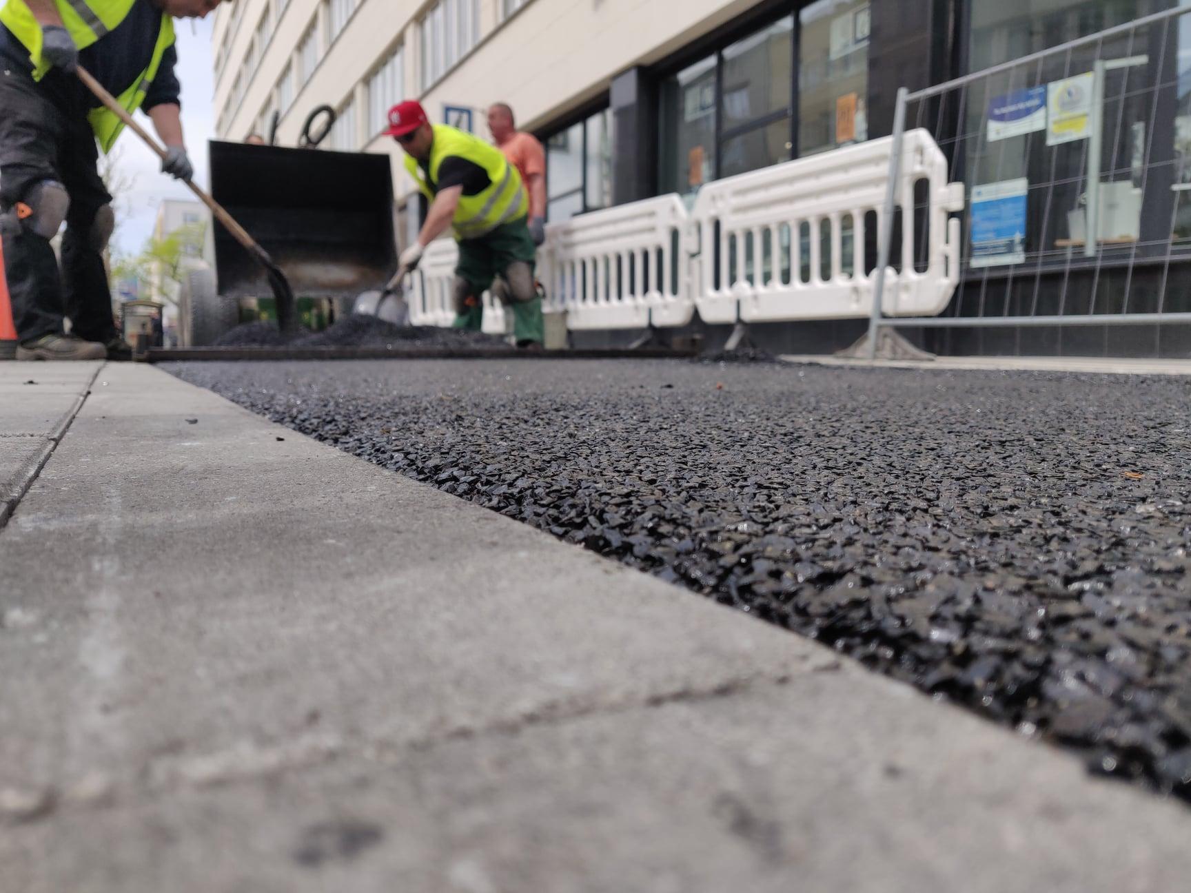 Nowy fragment drogi rowerowej przy ul. 10 Lutego (zdjęcie z początku czerwca br.), fot. facebook.com/oficerrowerowygdyni