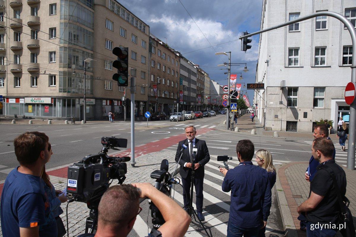 Prezydent Gdyni, Wojciech Szczurek z początkiem lipca zapowiedział zmianę organizacji ruchu na ulicy Świętojańskiej, fot. Przemysław Kozłowski
