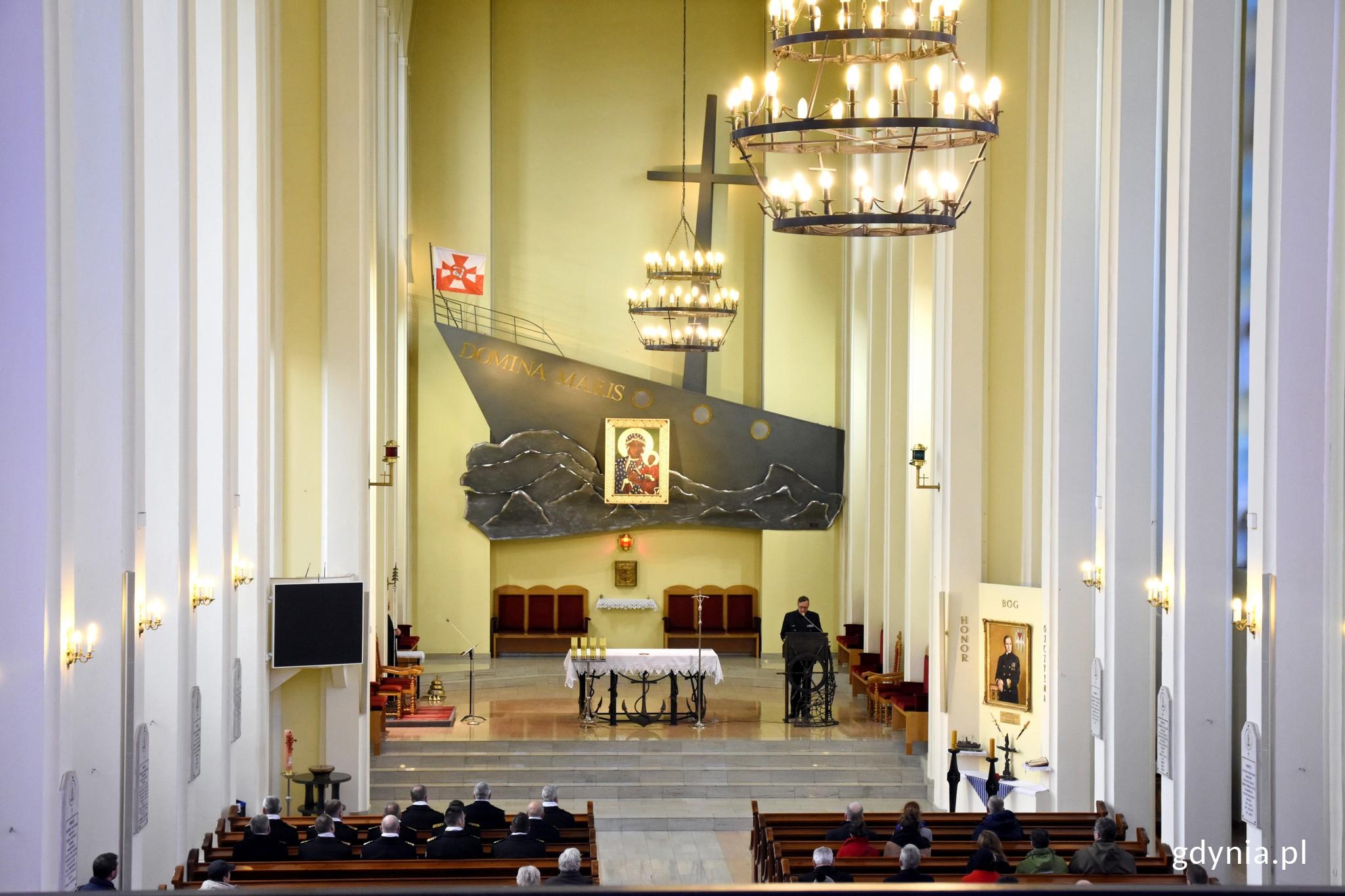 Uroczystość odsłonięcia charakterystycznej biało-niebieskiej tablicy symbolicznie przypieczętowała wpis kościoła do wojewódzkiego rejestru zabytków, fot. Jan Ziarnicki