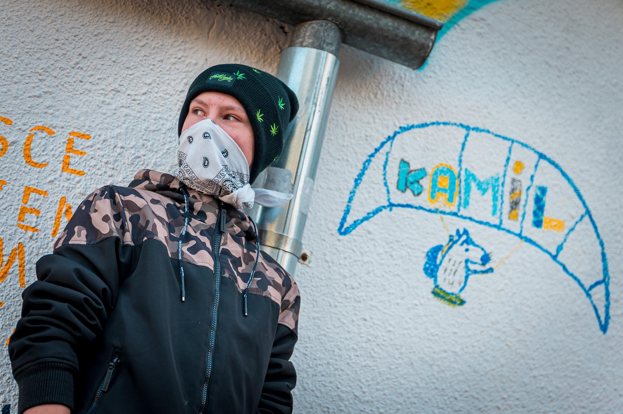 Kamil - jedna z osób zaangażowanych w powstanie muralu