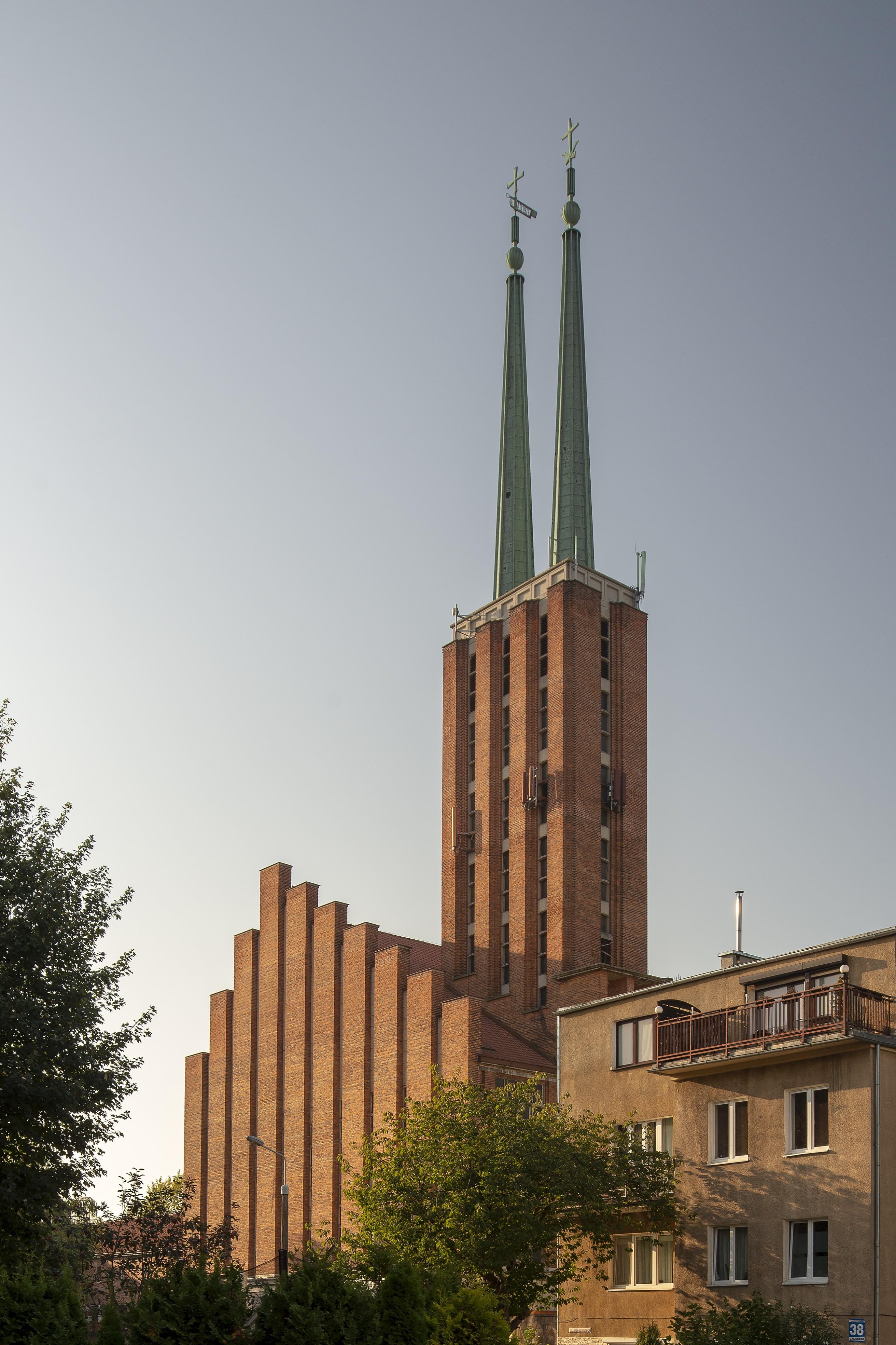 Kościół parafialny pw. Św. Antoniego Padewskiego przy ul. Ujejskiego 40 na Wzgórzu św. Maksymiliana.