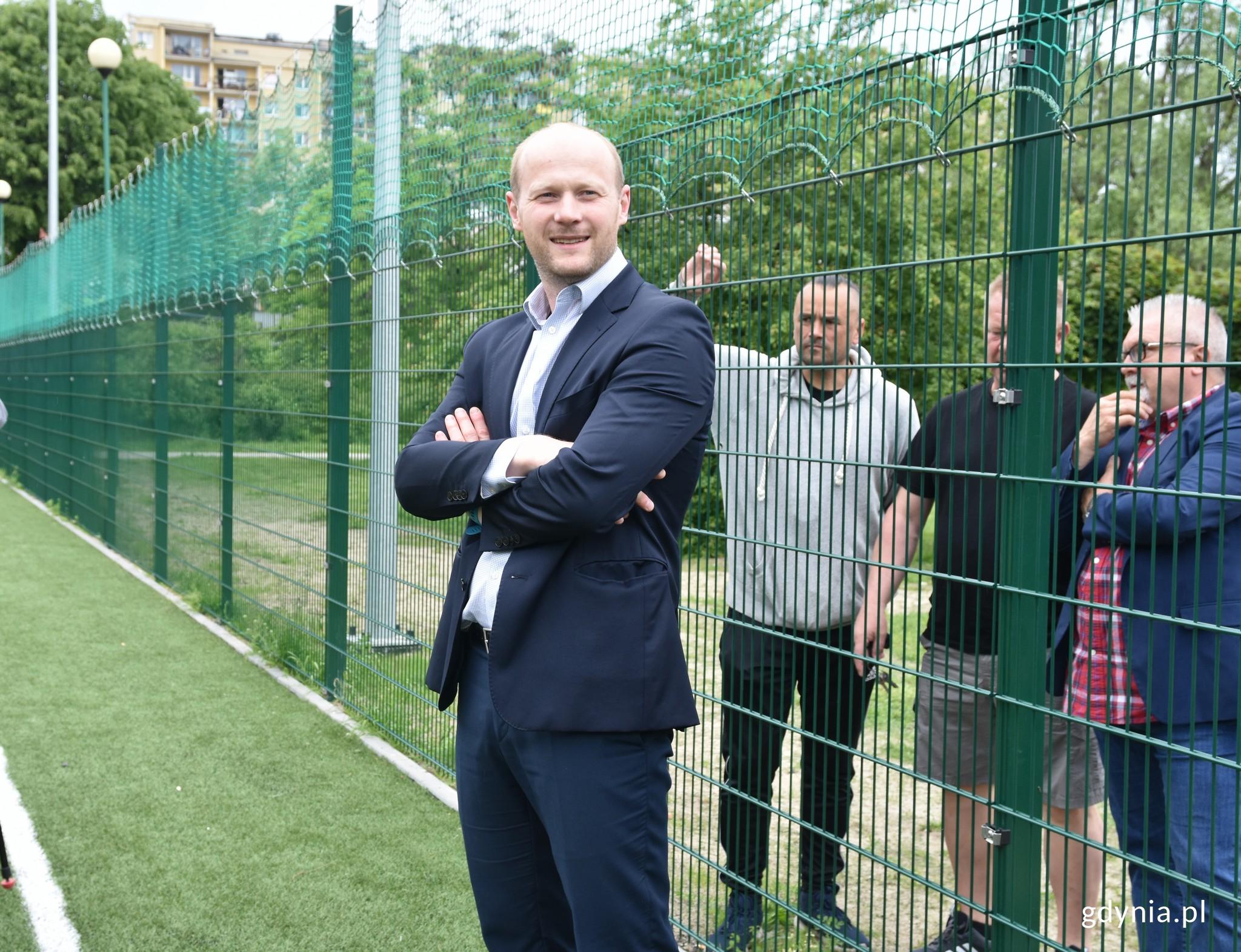 W uroczystym otwarciu boiska uczestniczył wiceprezydent Gdyni Bartosz Bartoszewicz // fot. Magdalena Czernek