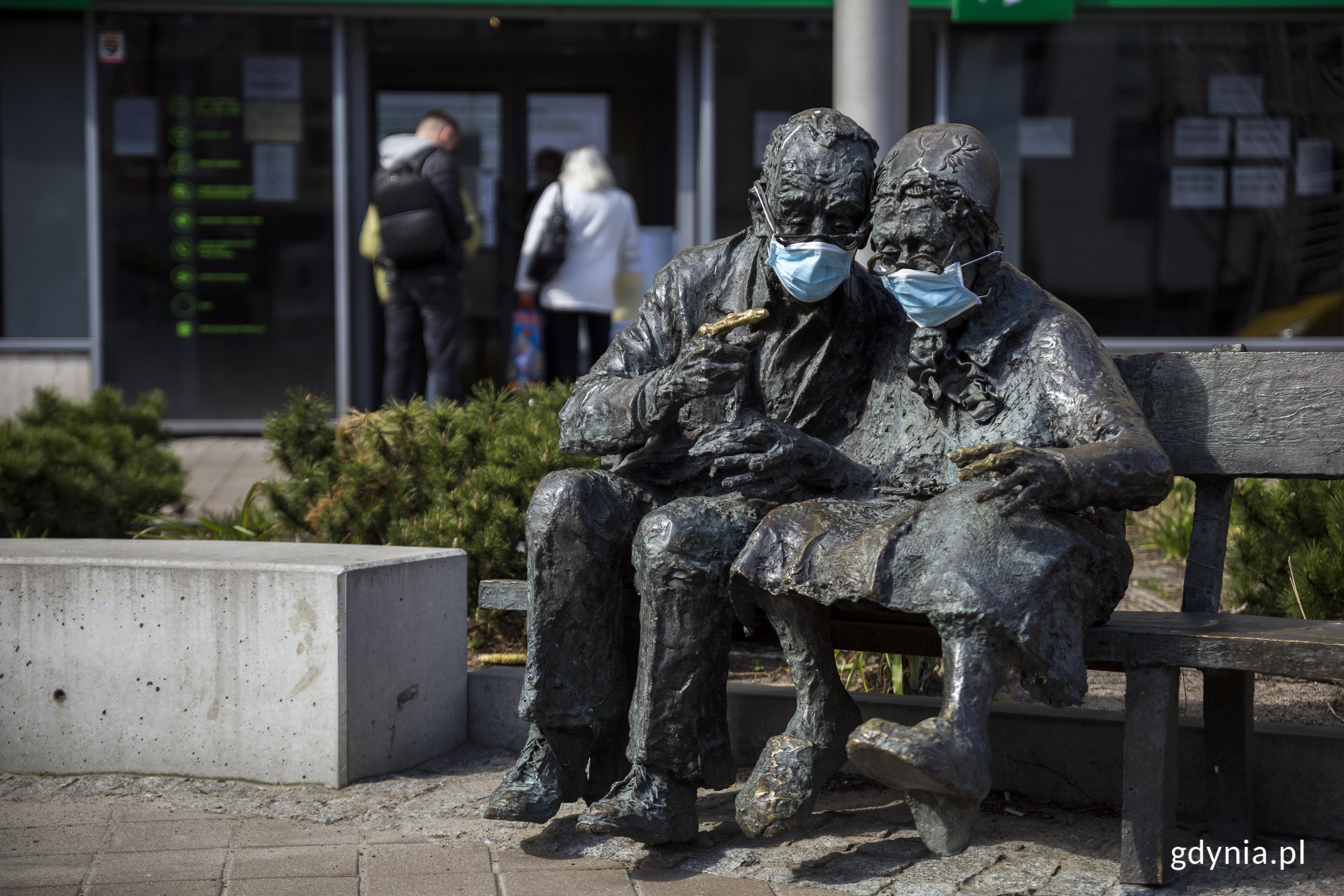 Para Kaszubów w maskach, fot. Przemysław Kozłowski