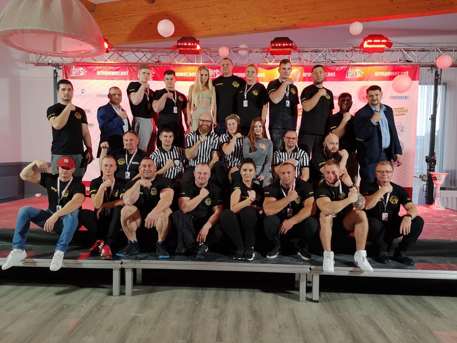 """Zdjęcie drużynowe UKS Złoty Tur Gdynia """"XX Puchar Polski w Armwrestlingu - Reda 2019"""", zdj. Złoty Tur"""