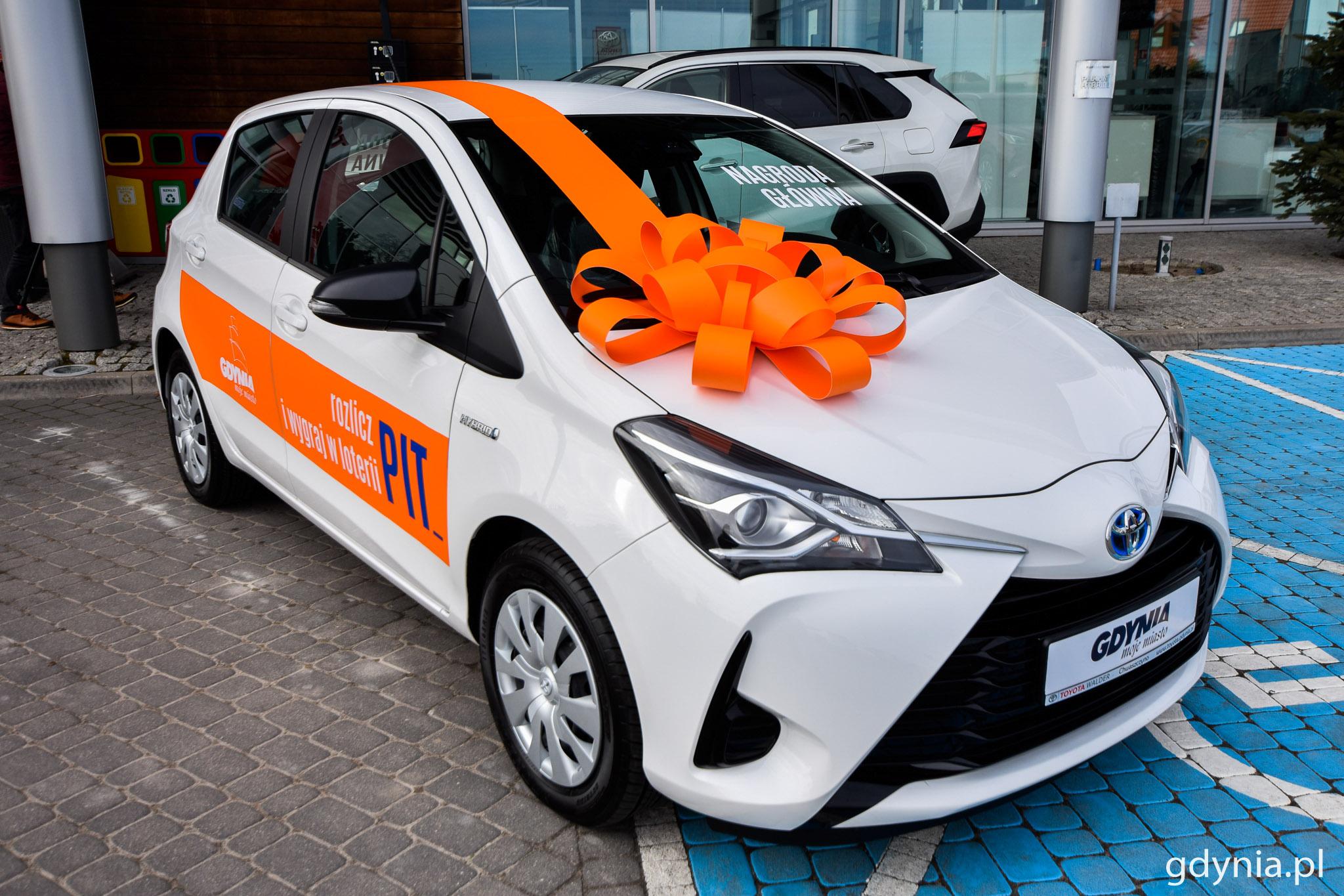 Hybrydowa Toyota Yaris jest główną nagrodą w loterii Rozlicz PIT w Gdyni // fot. Paweł Kukla