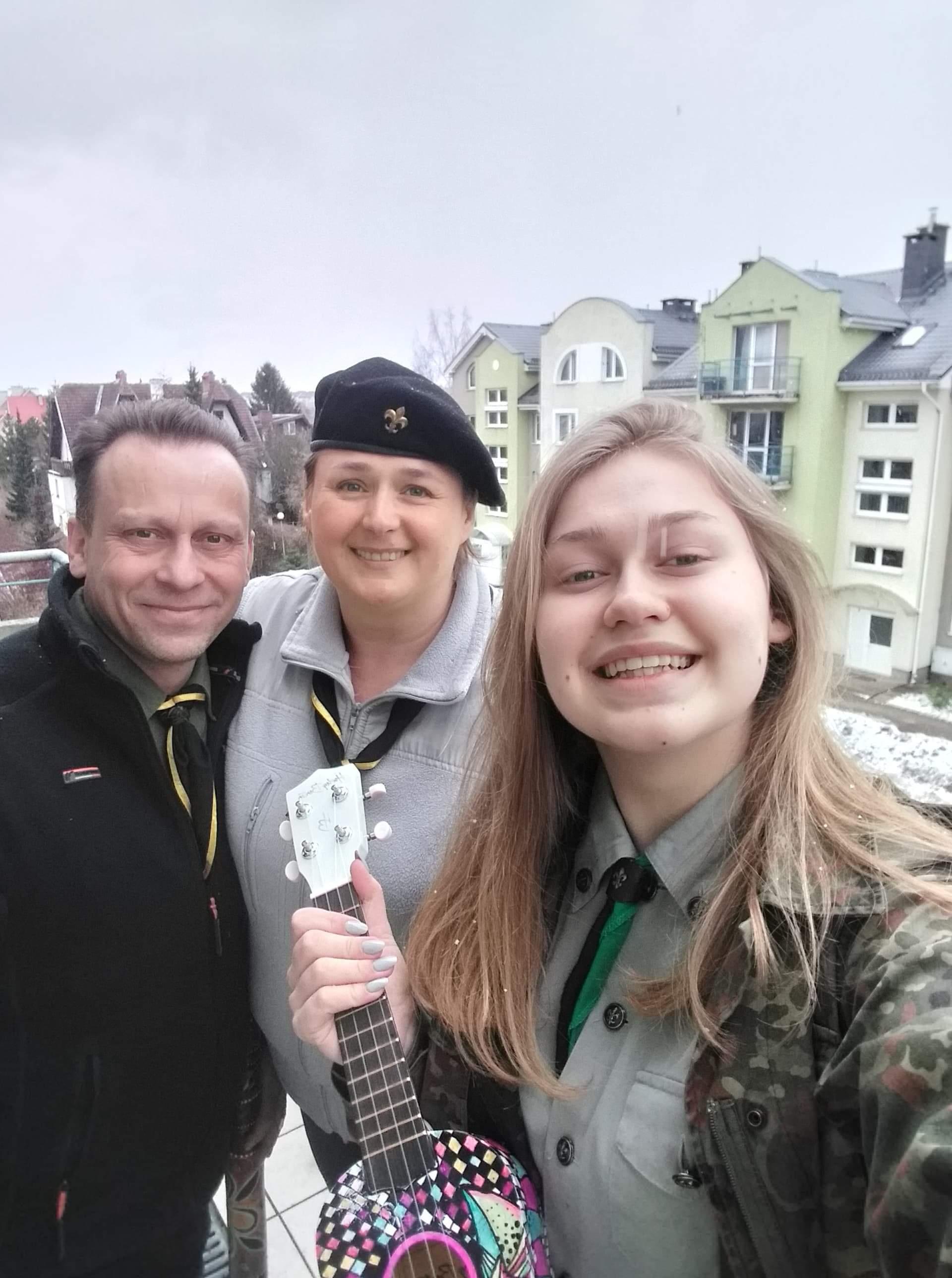 Artur, Dorota i Ola Bradtke na balkonie. fot. archiwum rodzinne