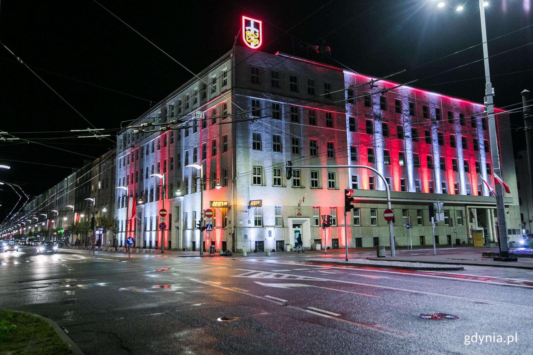 Urząd Miasta Gdyni podświetlony 2 maja 2021