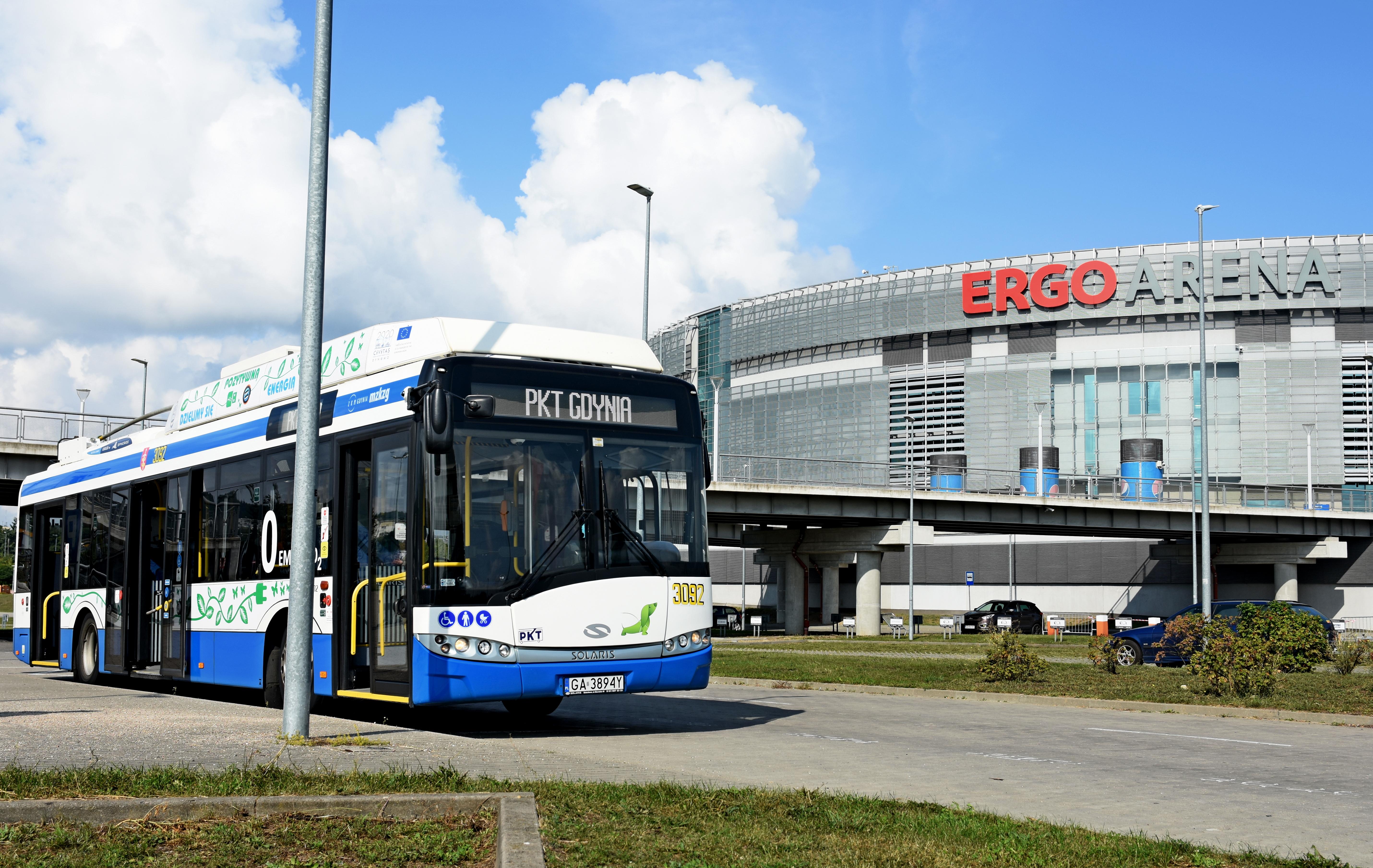 Dzięki nowoczesnym bateriom litowo-jonowym gdyńskie trolejbusy dojeżdżają do Ergo Areny. Trasę obsługują nowoczesne pojazdy Solaris Trollino, fot. K. Złoch