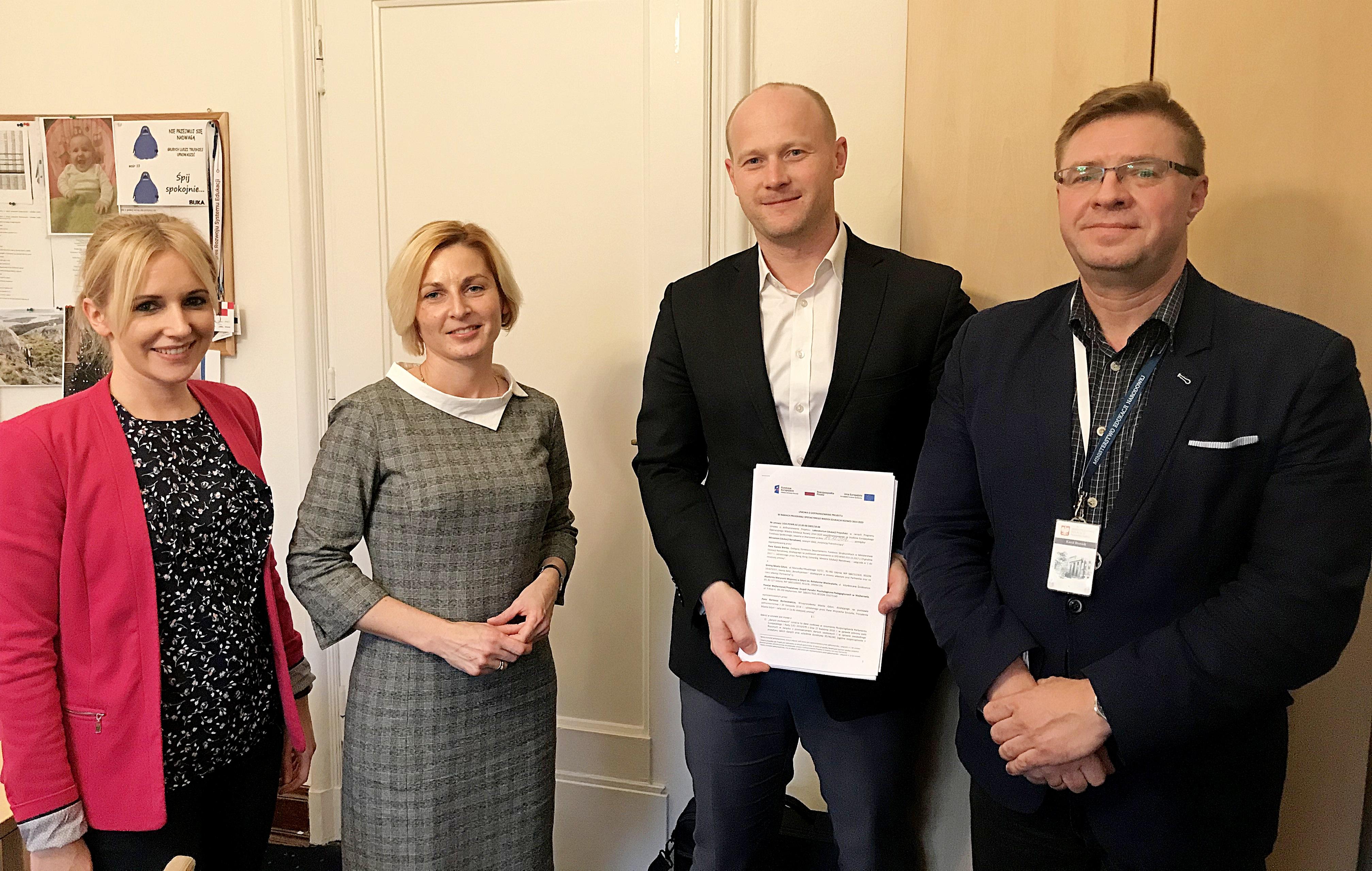 Umowę na dofinansowanie projektu podpisał w siedzibie MEN w Warszawie Bartosz Bartoszewicz, wiceprezydent Gdyni ds. jakości życia