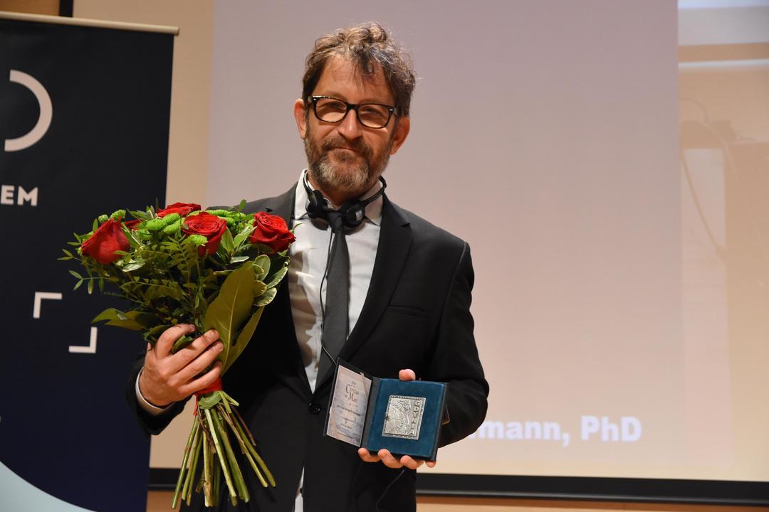 "Medal Prezydenta Gdyni ""Civitas e Mari"" otrzymał dr Jeremie Hoffmann, fot. Jan Ziarnicki"