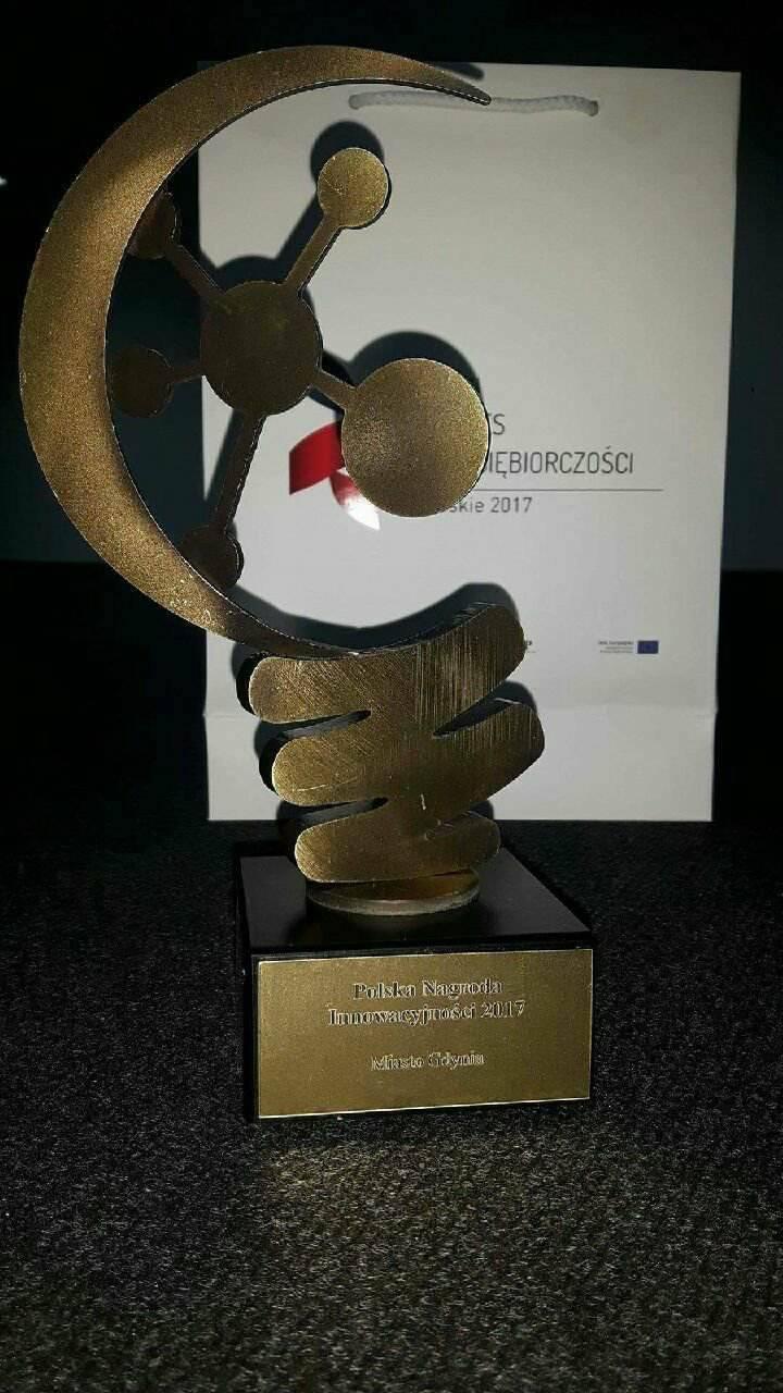 Statuetka Polska Nagroda Innowacyjności dla miasta Gdyni