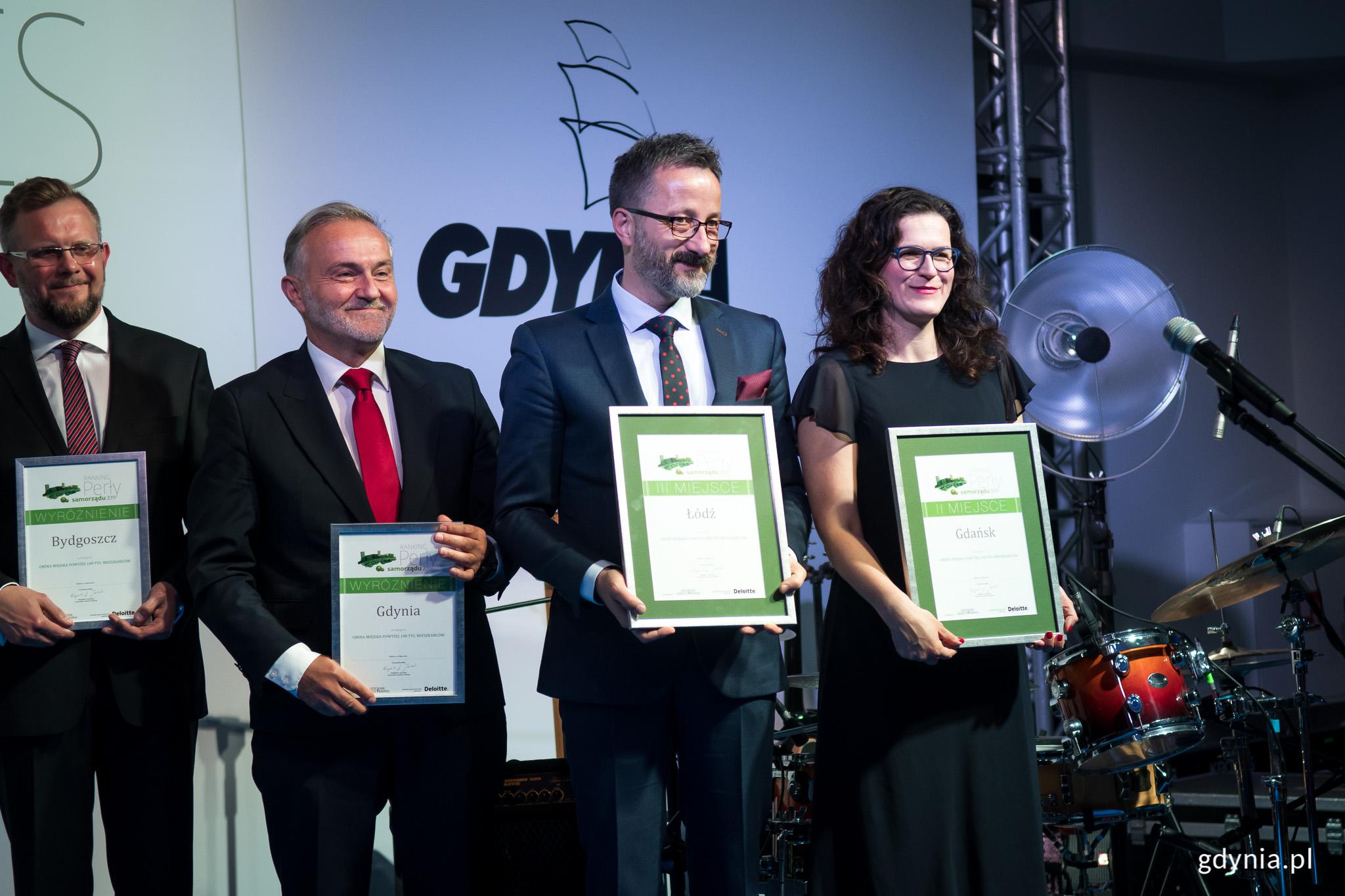 Na czwartkowej gali Gdynię wyróżniono m.in. za 4. miejsce w ogólnopolskim rankingu samorządów - wyróżnienie odebrał prezydent Wojciech Szczurek, fot. Dawid Linkowski