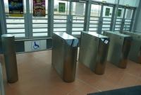 Hala Sportowo - Widowiskowa GDYNIA najlepiej dostosowanym do możliwości osób niepełnosprawnych obiektem sportowym oddanym w Polsce w 2009 - bramka dla osób na wózkach