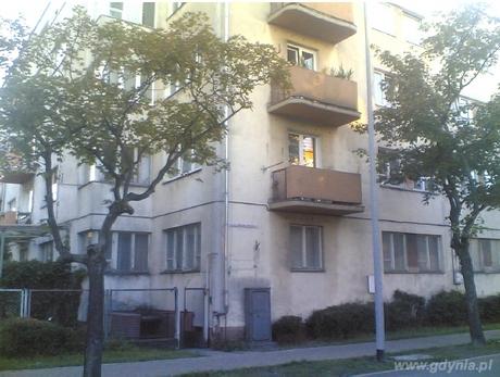 Schron przeciwlotniczy w podpiwniczeniu budynku mieszkalnego z 1935 r. przy ul. Chrzanowskiego 14