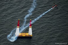 Red Bull Air Race - Nicolas Ivanoff, fot.  Jorg Mitter Red Bull Content Pool