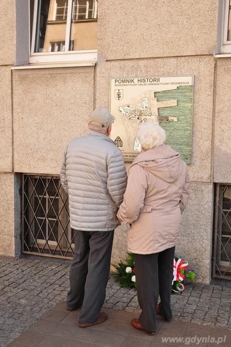 Tablica upamiętniająca nadanie gdyńskiemu Śródmieściu tytułu Pomnika Historii, fot. Michał Kowalski