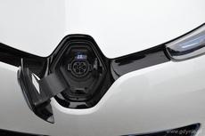 Kontakt w masce do ładowania elektrycznego Renault ZOE, fot. Agnieszka Wołowicz