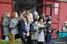 Uczniowie na uroczystości odsłonięcia tablicy upamiętniającej działania antykomunistyczne młodzieżowych organizacji, fot. Dorota Nelke