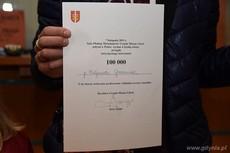 Pismo dla Pani Małgorzaty Grzeszczak potwierdzające że była 100 000 sobotnim interesantem w gdyńskiej Sali Obsługi Mieszkańców, fot. Michał Puszczewicz