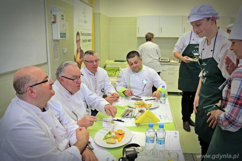 Znani i lubiani gotowali z uczniami / fot. mat.prasowe Zespołu Szkół Hotelarsko – Gastronomicznych w Gdyni