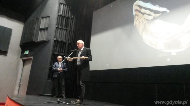 Laureat Nagrody Artystycznej Prezydenta Gdyni Galion Gdyński 2015 Andrzej Śledź. Na zdjęciu także Prezydent Wojciech Szczurek / fot. Małgorzata Omachel-Kwidzińska