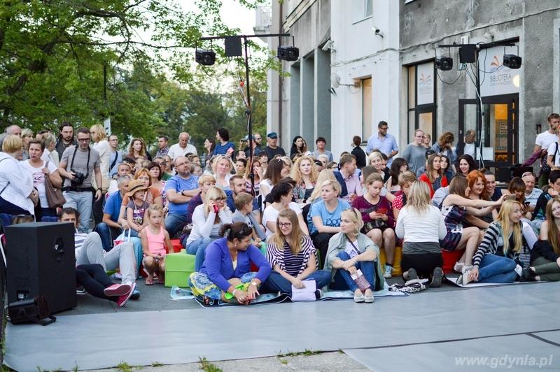 Poci�g do miasta 2016 - przedstawienie na tarasie czytelni naukowej / fot. Miejska Biblioteka Publiczna