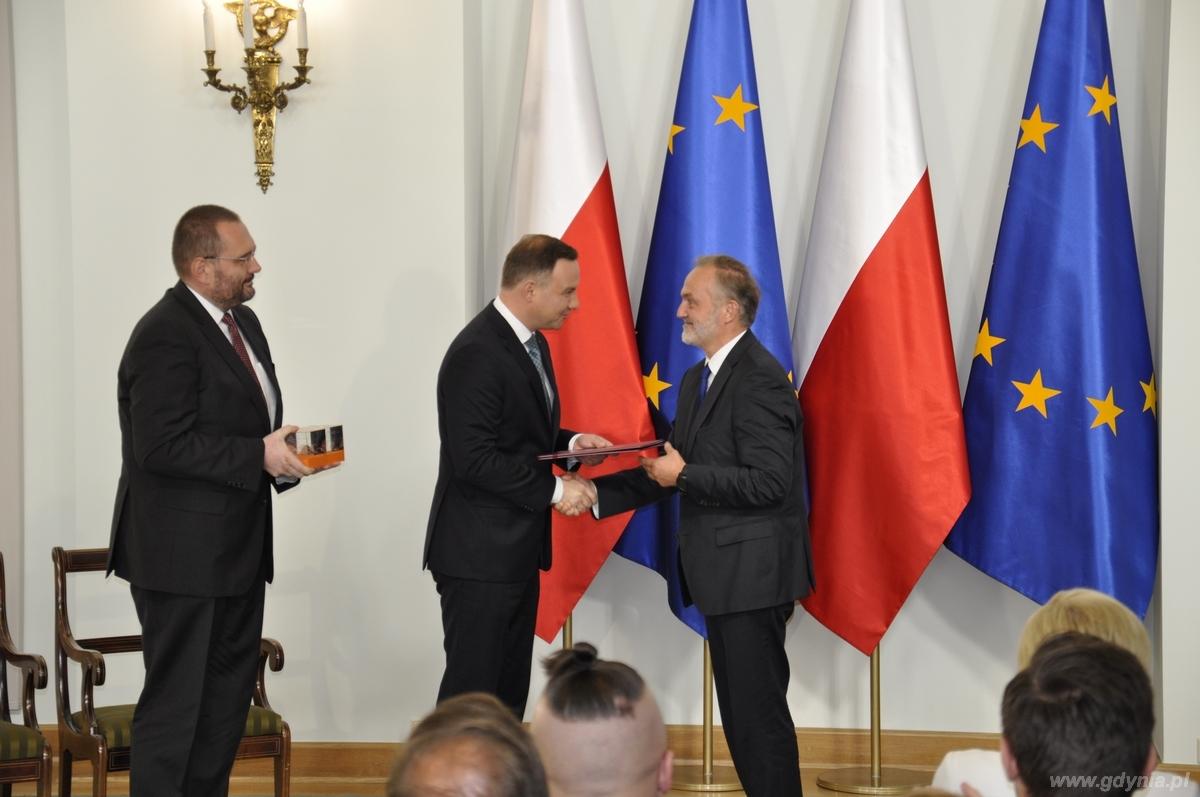 Gala Lider Dost�pno�ci. Nagrod� w kategorii Samorz�d odbiera prezydent Gdyni Wojciech Szczurek / fot. Sebastian Drausal