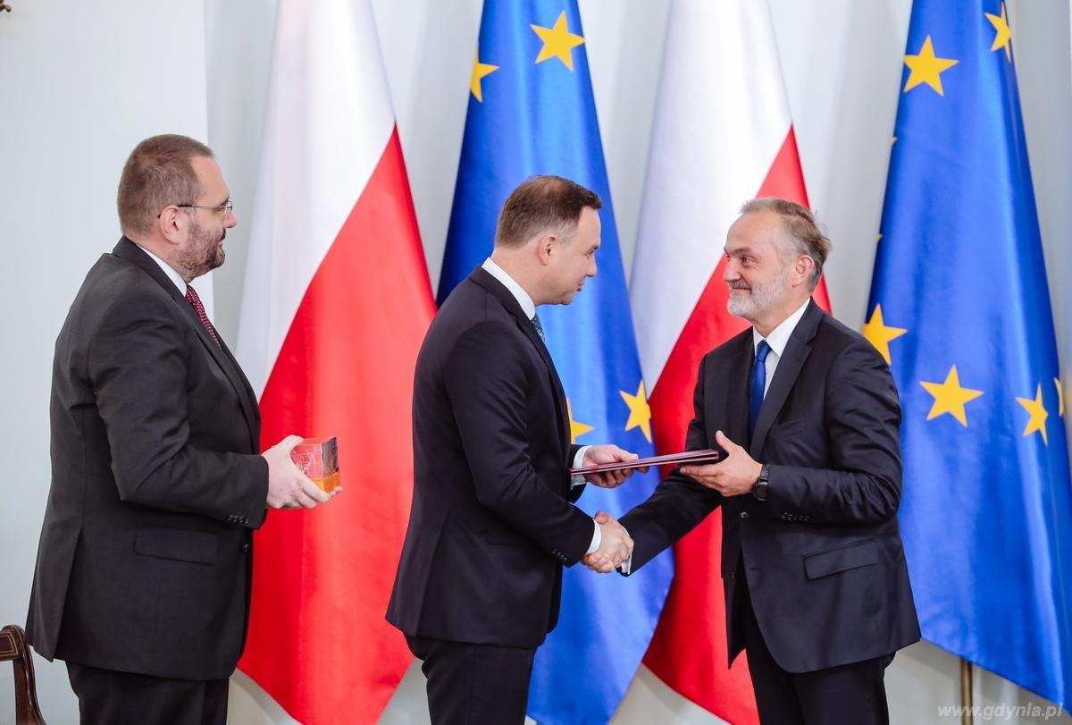 Gala Lider Dostępności. Nagrodę w kategorii Samorząd obiera prezydent Gdyni Wojciech Szczurek / fot. Marta Kuśmierz - Integracja