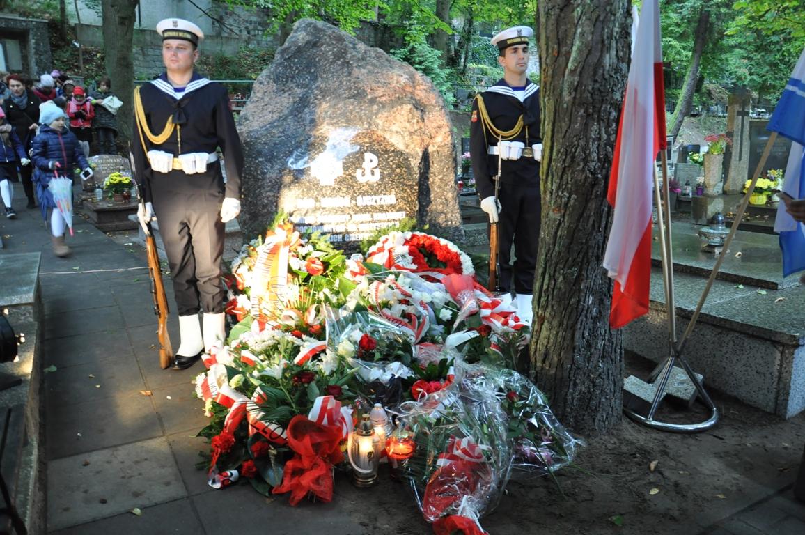 Na Cmentarzu Witomińskim został odsłonięty pomnik poświęcony żołnierzom Armii Krajowej spoczywającym na wszystkich gdyńskich nekropoliach, fot. Agnieszka Wołowicz