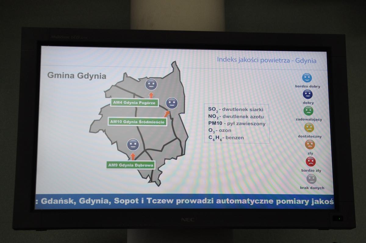 Monitor Fundacji ARMAAG zainstalowany w holu głównym Urzędu Miasta Gdyni /fot. Dorota Nelke