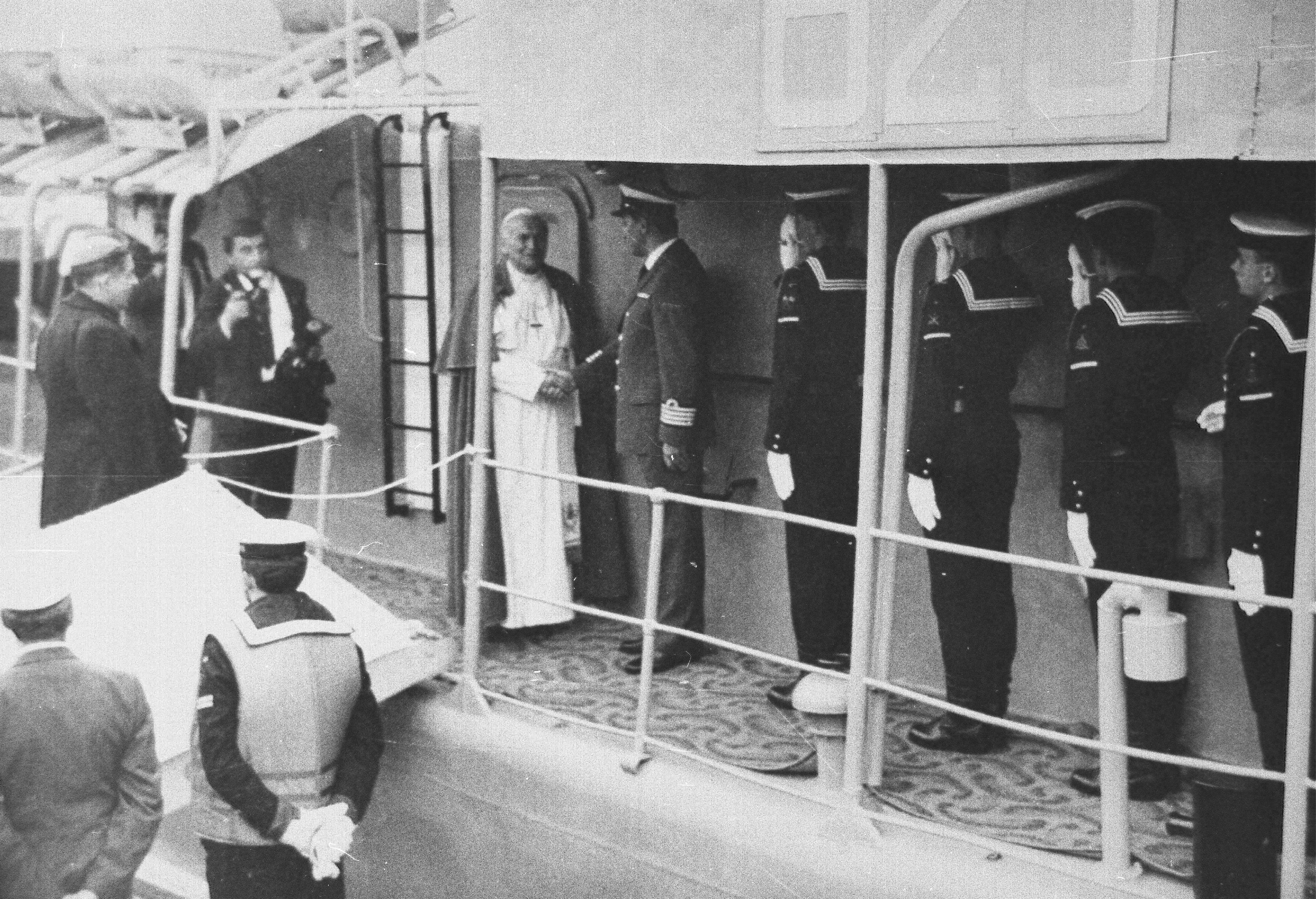 Papież na ORP Mewa //fot. przekazane przez p.Mariana Kluczyńskiego ze zbiorów Marynarki Wojennej